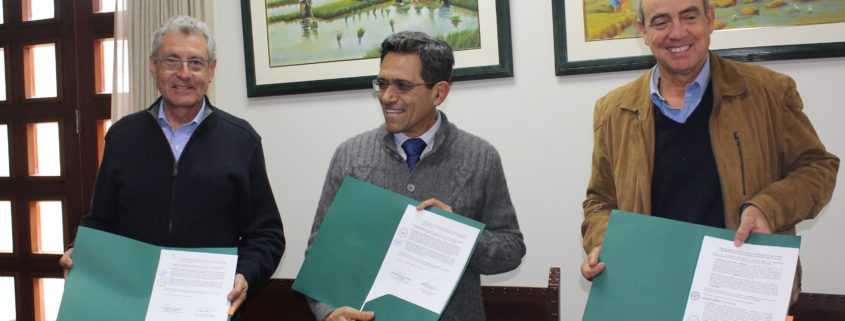 f.l.t.r.: Alfonso Burgos, Manager of Inca Tops. Enrique Flores Mariazza, Principal of La Molina.